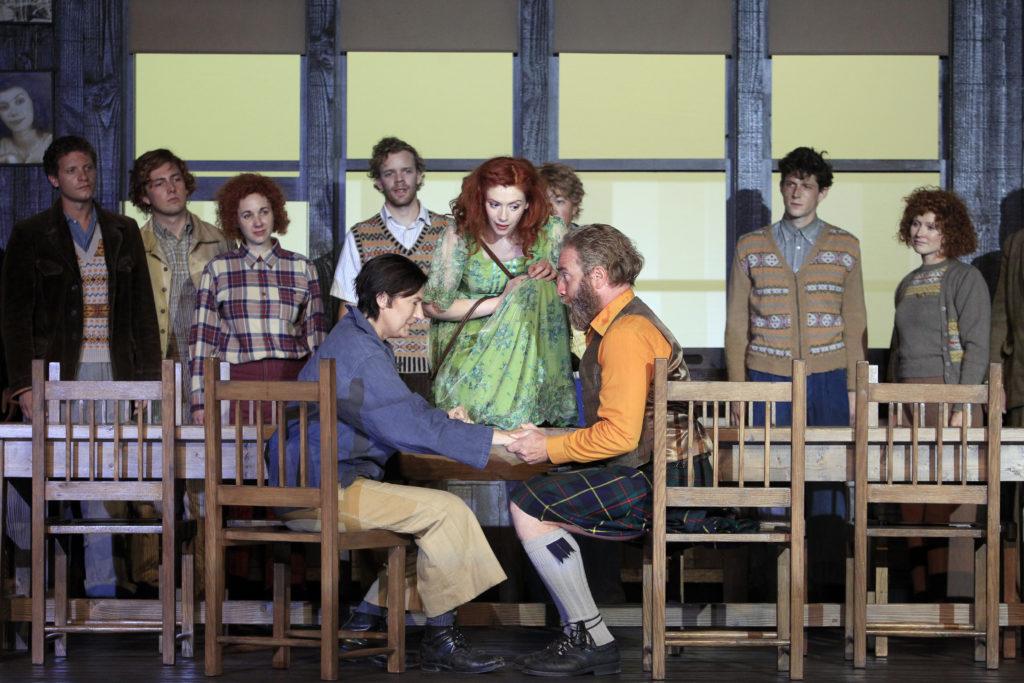 Sarah Conolly als Ariodante, Petricia Petibon, seine Braut, und Luca Tittoto als noch-glücklicher Vater im ersten Akt! Foto: Pascal Victor