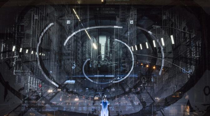 Eine Installation der hervorsprudelnden Klänge und Bewegungen Achim Freyer inszeniert Un esame di mezzanotte von Lucia Ronchetti für Mannheim. Im Nationaltheater ist am 29.05. Uraufführung