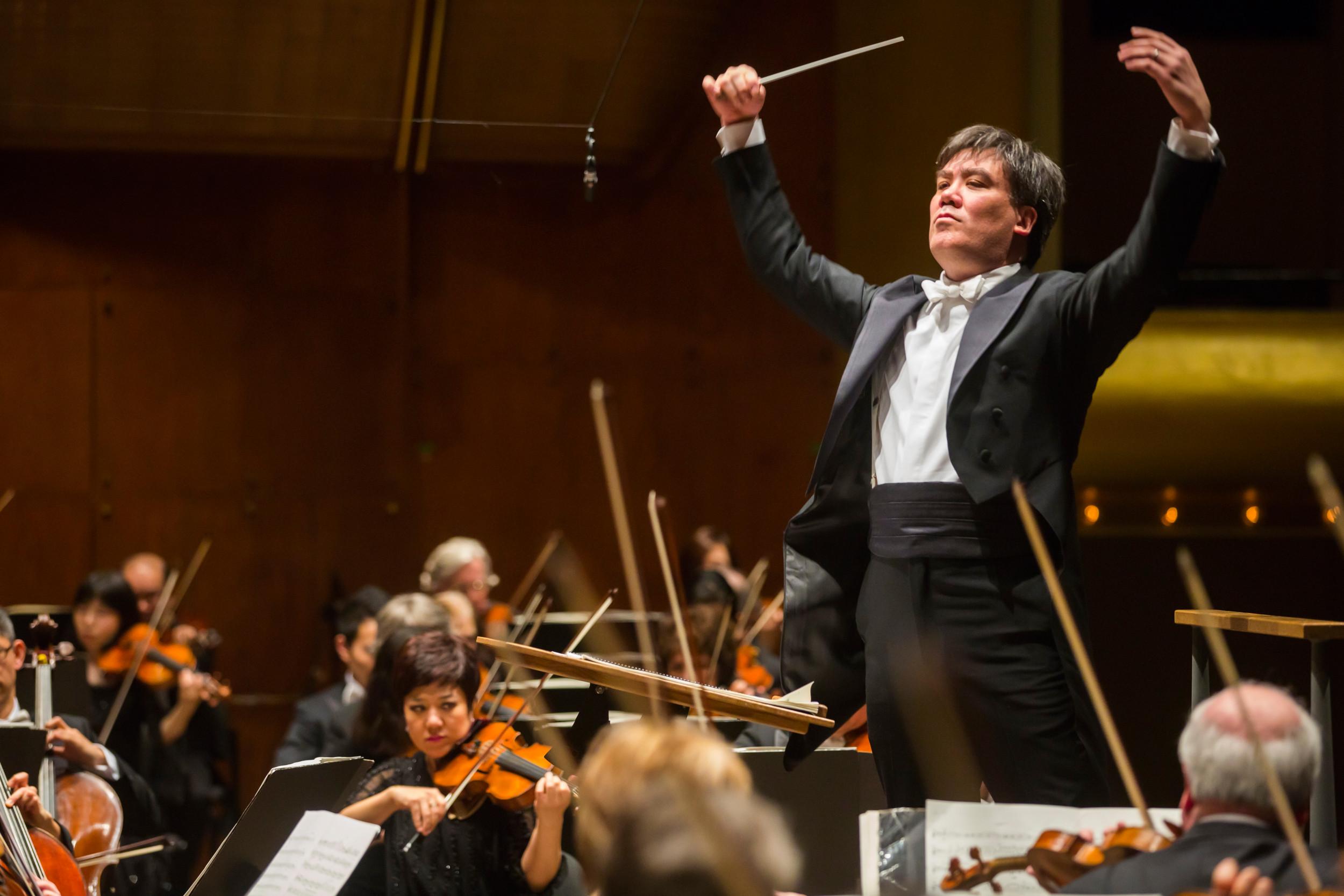 Alan Gilbert, Chefdirigent des New York Philharmonic begeistert in der Kölner Philharmonie