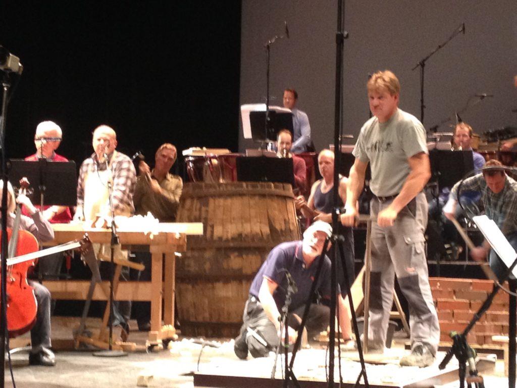 Handwerker bei der Probe im Theater in Münster