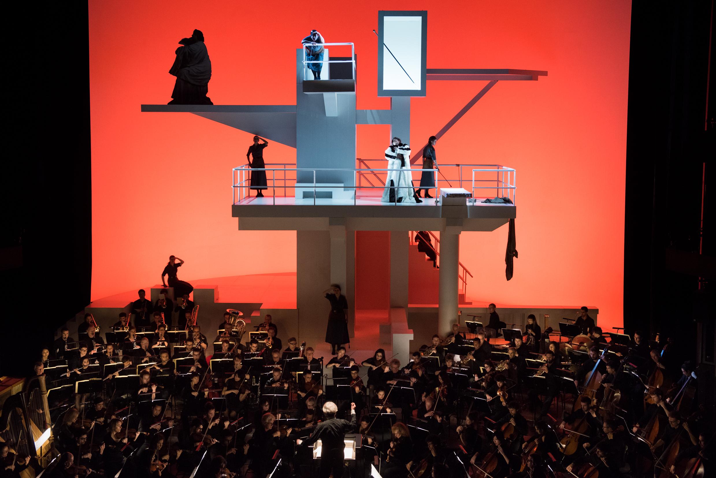Elektra auf dem Sprungturm. Das Bühnenbild einer spektakulären Inszenierung von 1986 Foto: Stofleth