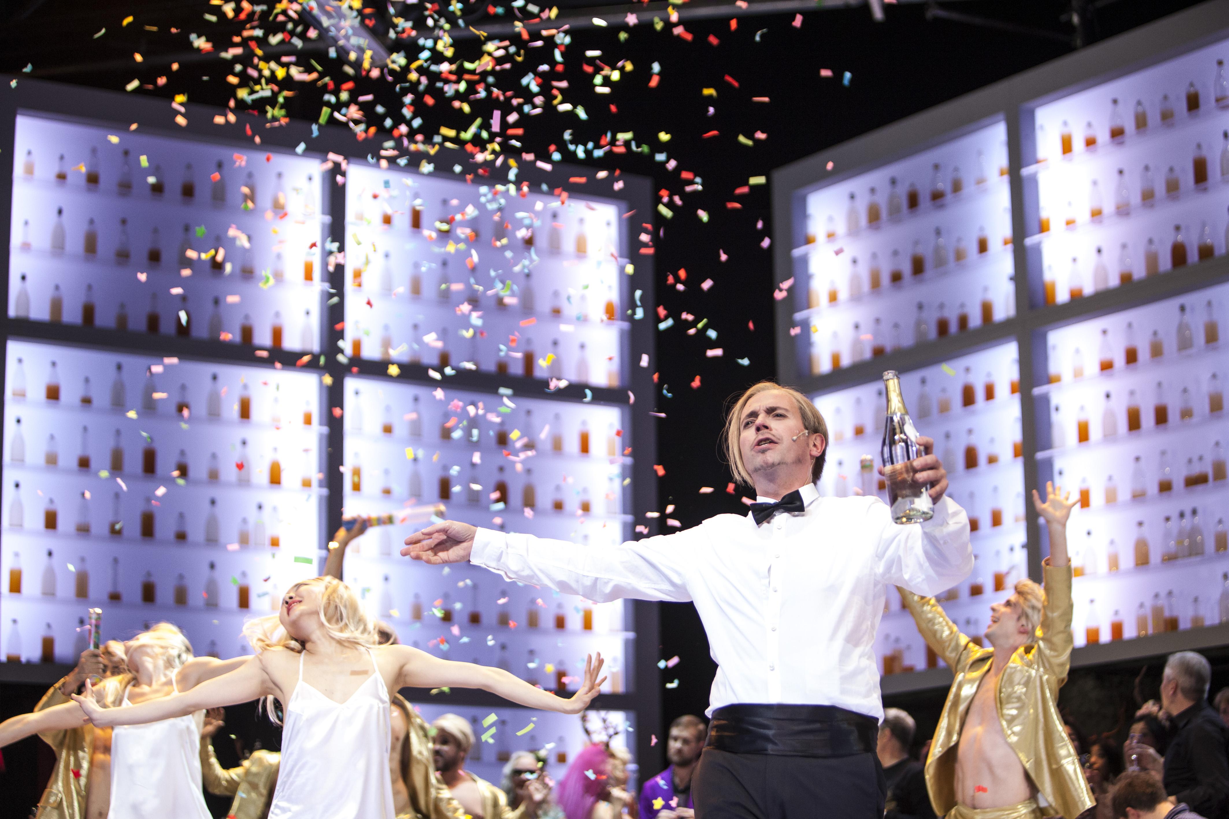 Miljenko Turk als Gabriel von Eisenstein ist der Star des Abends © Bernd Uhlig