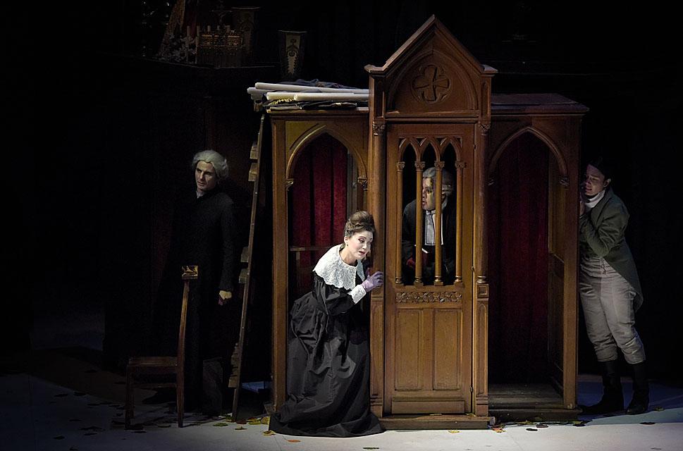 Jean-Sébastien Bou (Raimbaud),  Julie Fuchs (la Comtesse), Philippe Talbot (Comte Ory), Gaëlle Arquez (Isolier) Foto : Vincent PONTET