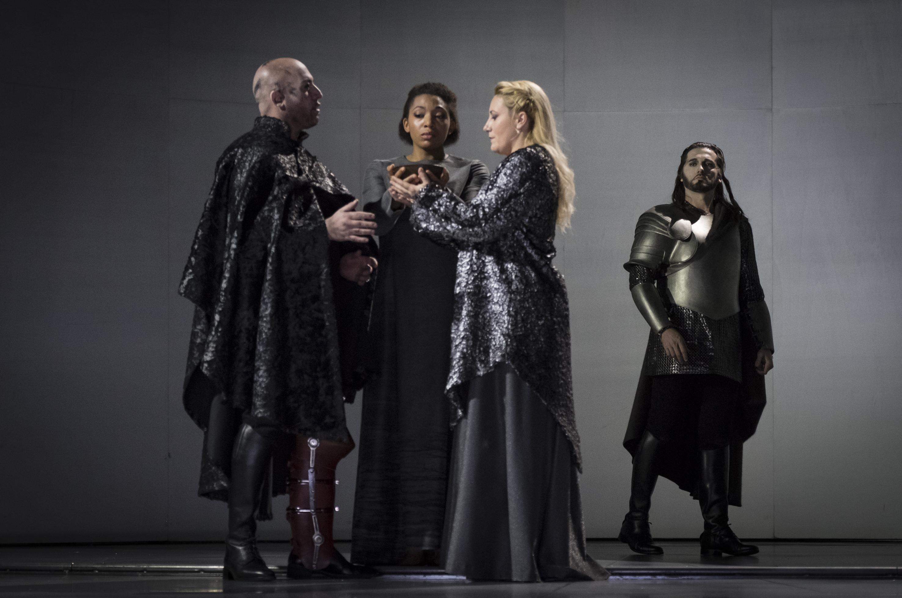 Giovanni Lo Sciancato (Marco Vratogna), Smaragdi, (Idunnu Münch), Francesca (Saioa Hernández) und Paolo (Marcelo Puente).