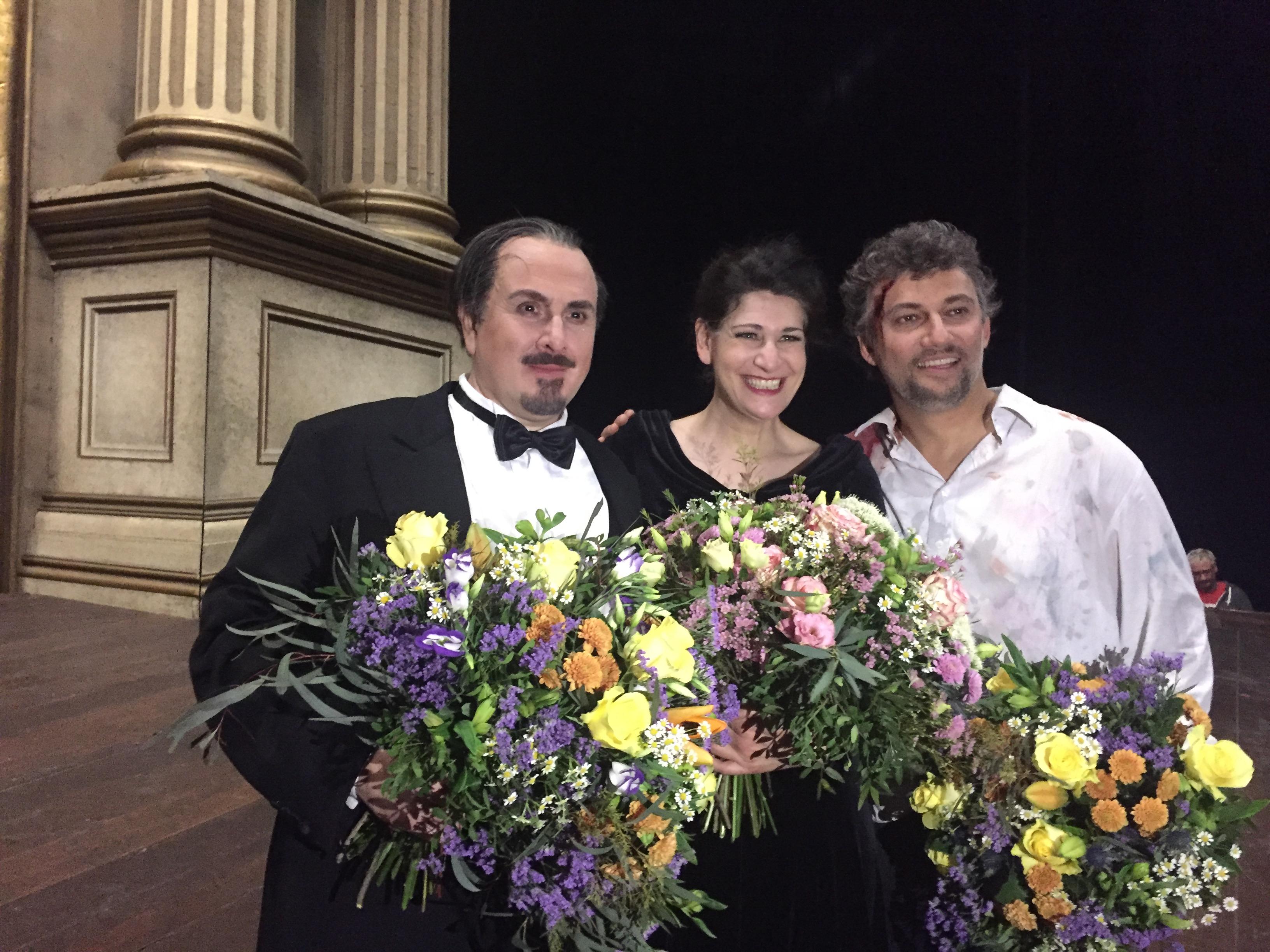 Wieder auferstanden von den Toten und glücklich: Scarpia (Franco Vassallo), Tosca (Anja Harteros) und Cavaradossi (Jonas Kaufmann) Foto: Michael Bellgardt