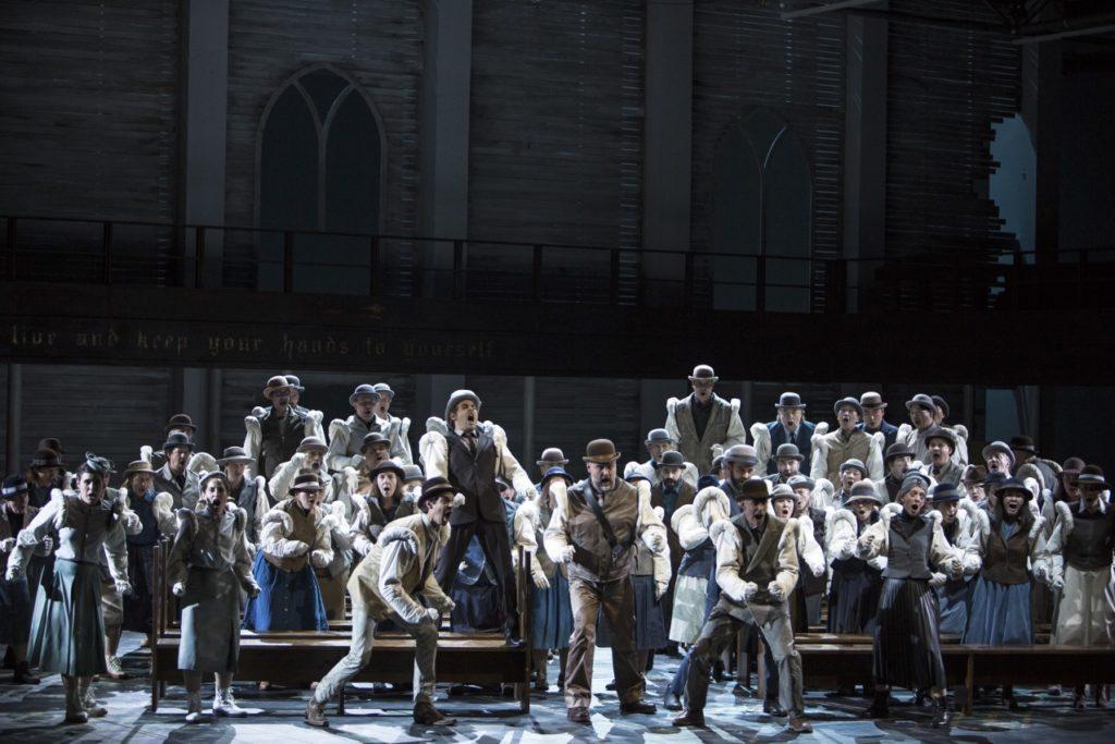 Ensemble, Chor und Extrachor der Oper Köln Foto: © Bernd Uhlig