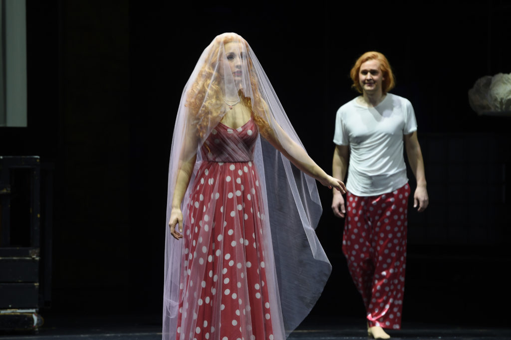 Annabella (Lavinia Dames), Giovanni (Jussi Myllys). Foto: Hans Jörg Michel