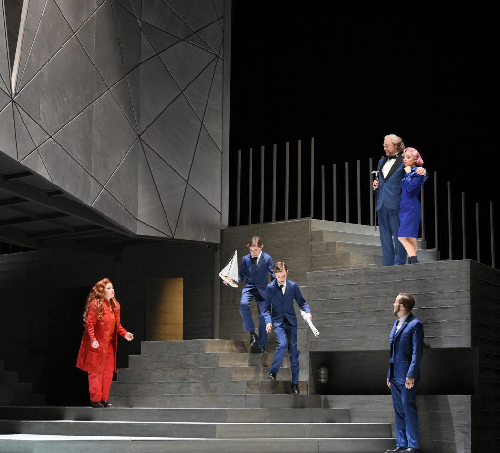 Rainer Maria Röhr (Kreon), Sebastian Noack (Jason), Liliana de Sousa (Kreusa), Claudia Barainsky (Medea) Foto: Karl Forster