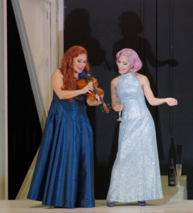 Claudia Barainsky (Medea), Liliana de Sousa (Kreusa) Foto: Karl Forster