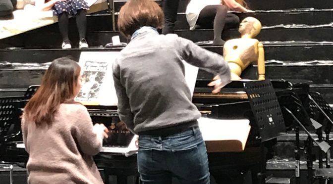 Die Opernklasse an der Musikhochschule Köln fragt #MeToo? Und spielt und diskutiert sexuellen Missbrauch