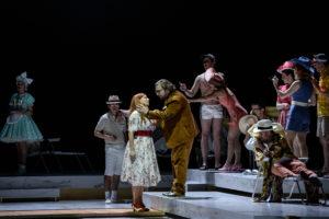 Elisabeth Strid (Lisa), Sergey Polyakov (Hermann), Ensemble, Chor der Deutschen Oper am Rhein, Statisterie; Foto: Hans Jörg Michel