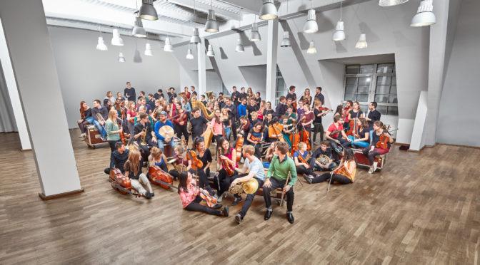 Die Junge Deutsche Philharmonie auf Herbsttournee gastiert in der Kölner Philharmonie und beeindruckt mit delikaten Spielfähigkeiten und Klangwucht