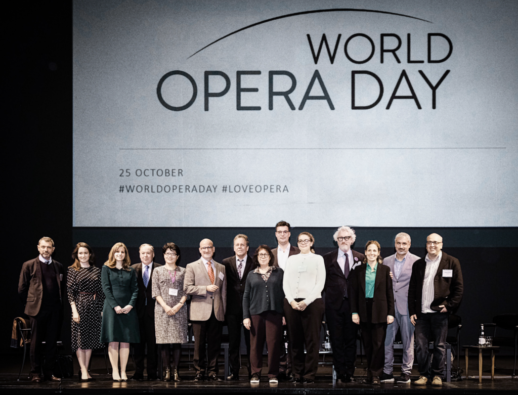 Jean-Yves Kaced (FEDORA), Edilia Gänz (FEDORA), Julia Lagahuzère (Opera for Peace), Nicholas Payne (Opera Europa), Jicheng Zhao (NCPA Beijing), Marc Scorca (OPERA America), Tobias Biancone (International Theatre Institute, Laurence Lamberger-Cohen (ROF), Marc Grandmontagne (Deutscher Bühnenverein), Christina Loewen (Opera.ca), Peter Spuhler (Badisches Staatstheater Karlsruhe), Audrey Jungers (Opera Europa), Ernesto Ottone (UNESCO), George Isaakyan (Association of Music Theatres Russia). Foto: Klara Beck