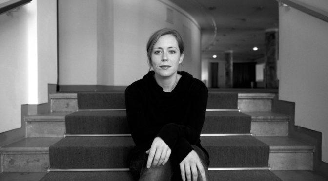 Alle glauben, Carmen zu kennen! So Lydia Steier, die für ihre Kölner Neu-Inszenierung von Georges Bizets Erfolgsoper in der Vorstadt Hürth geforscht hat