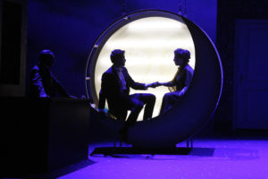Der Graf und Angèle im Mondgondelglück. Foto: Klaus Lefebvre