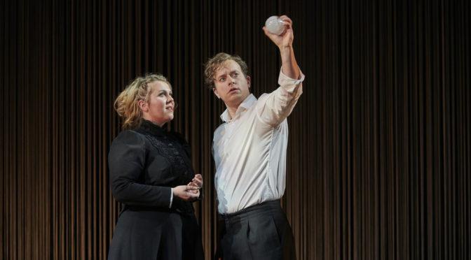 Das Theater Dortmund eröffnet seinen Wagner-Kosmos mit Lohengrin! Und Elsa wandelt mit Freud durch einen Alptraum!