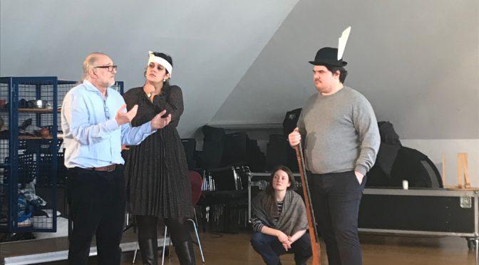 Die Oper ist kein Klimbim! Peter Konwitschny arbeitet szenisch mit angehenden Opernsängern, die er hautnah erfahren lässt, was Oper verhandelt, wenn die Regie sie ernst nimmt!