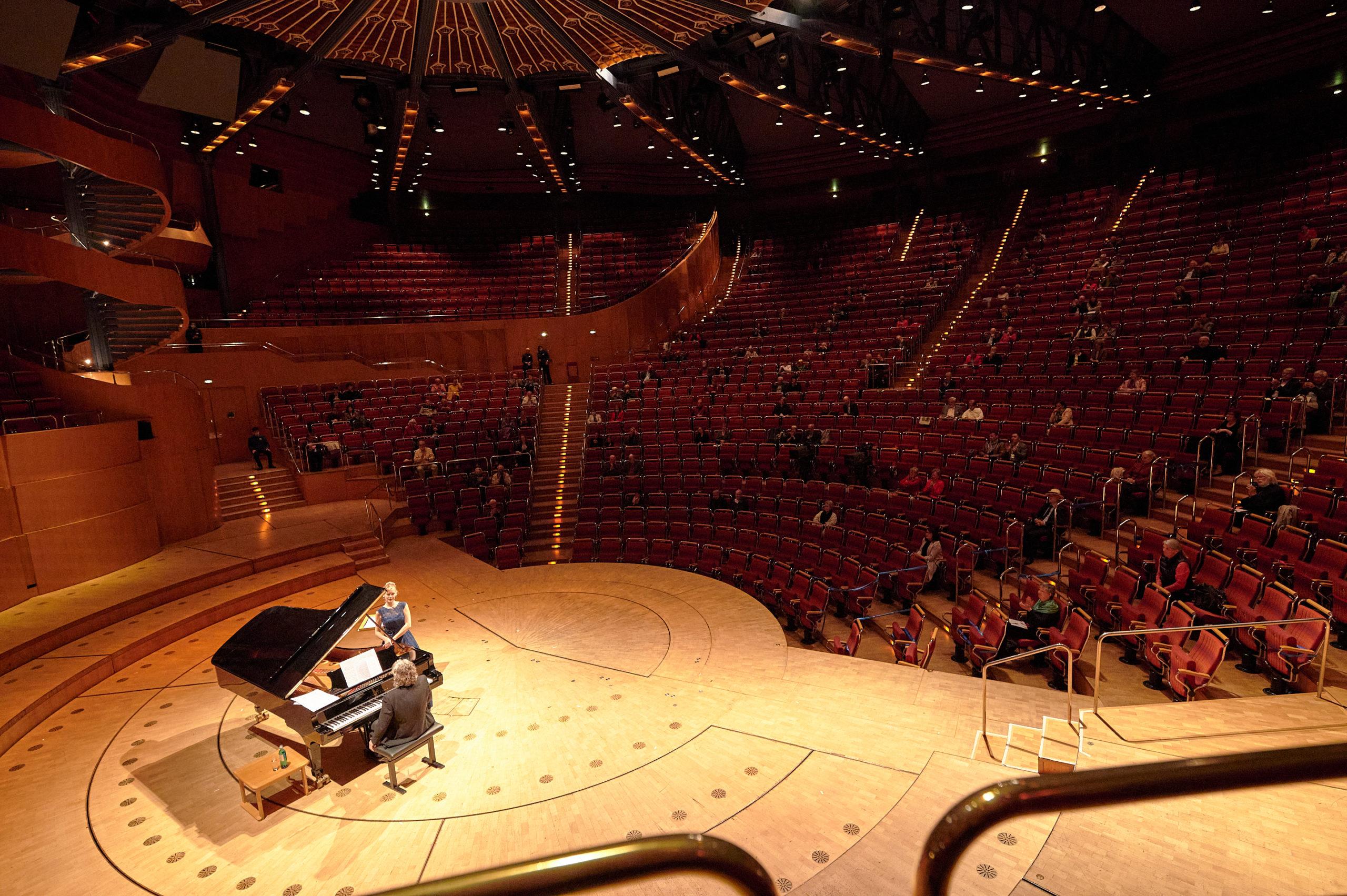 Anna Lucia Richter und Gerold Huber beim ersten Liederabend in der Kölner Philharmonie seit Ausbruch der Corona-Pandemie