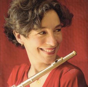 Juliette Hurel mit ihrer 18 karätigen Querflöte entdeckt auf ihrer neuesten CD Compositrice fünf französische Komponistinnen