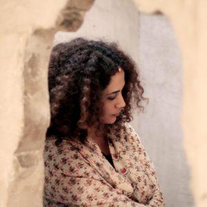 """Die tunesische Sängerin Ghalia Benali singt Geschichten und lässt sich dabei auf der Gambe begleiten. Nachzuhören auf der CD """"Call to Prayer"""""""