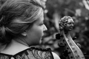 Call to Prayer heißt eine neue CD, auf der Romina Lischka die tunesische Sängerin Ghalia Benali mit Gambenpiècen von Marin Marais inspiriert
