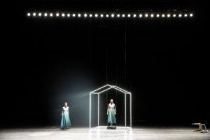 Orfeo Euridice am Aalto-Theater in Essen als psychopthische Innenschau. Orfeo und Euridice sind abgespaltenen Persönlichkeiten ein und desselben Ichs.