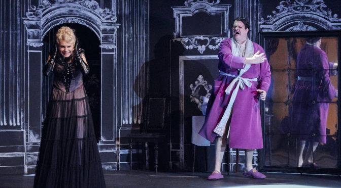 """Eine entzückende Komische Oper nach Calderón de la Barca von Joachim Raff in Regensburg: """"Dame Kobold"""" in der Regie von Brigitte Fassbaender"""