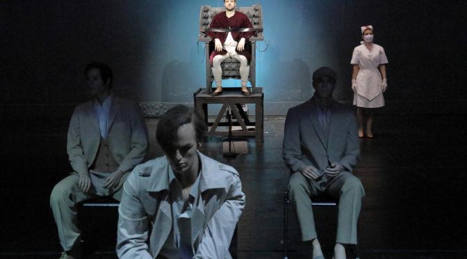 """Peter Maxwell Davies Monodram """"Eight Songs for a Mad King"""" ein Wahnsinn, der mit Holger Falk unter die Haut geht!"""